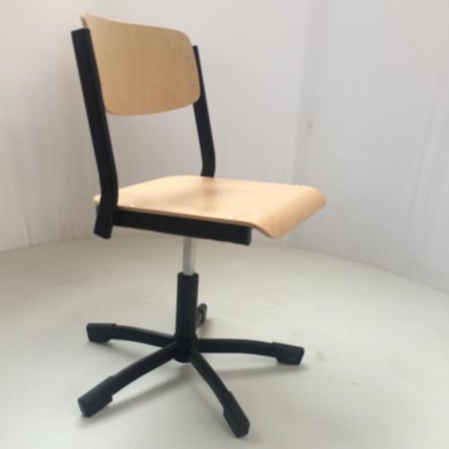 krzeslo-ku-z-pulpitem-wzor19-1